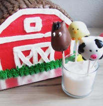 Barn Cake &amp; Farm Animal Cake Pops Nashville