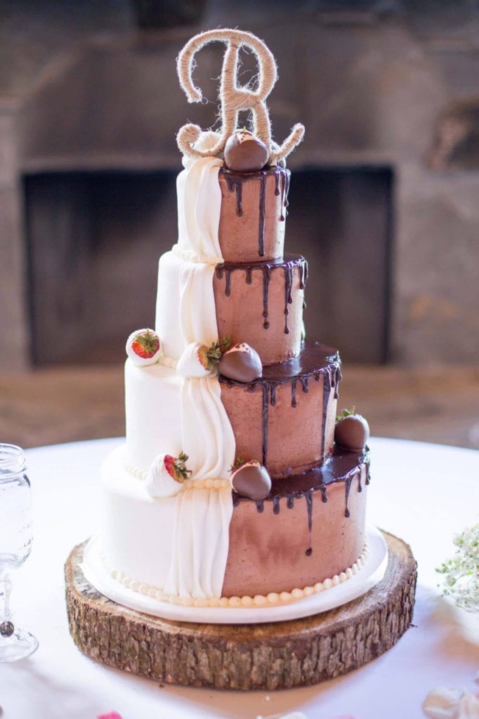 chocolate wedding cake pictures nashville half vanilla amp half chocolate wedding cake 12770